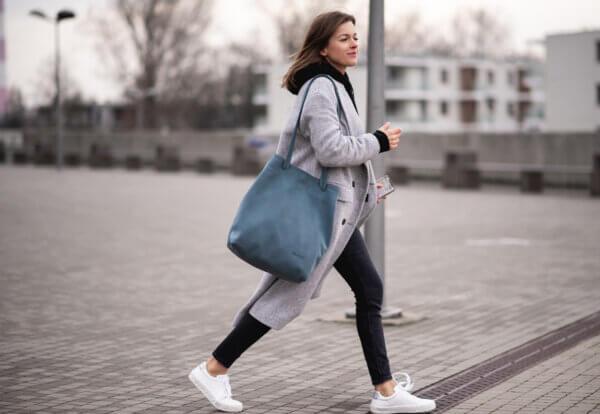 niebieski plecak skórzany