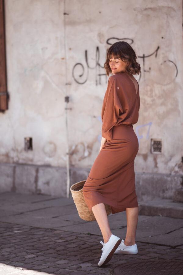 sukienka-w-kolorze-cynamonowym